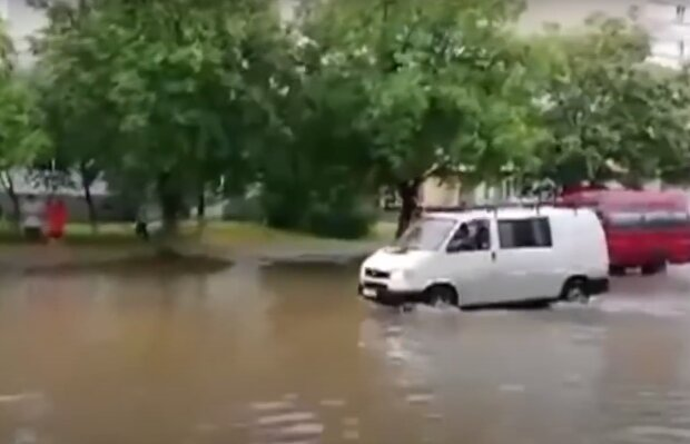 Скрин, видео YouTube потоп в Луцке
