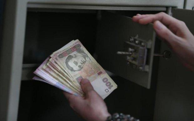 Курсы валют: доллар снова прижмет гривну