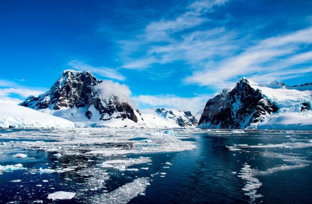 """В Антарктиде нашли """"подлодку Гитлера"""": нацисты построили военную базу и готовы напасть в любой момент"""