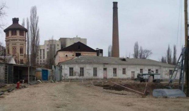 А из нашего окна: в Симферополе строят жилой дом напротив морга