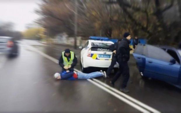 Росіянина з вибухівкою та наркотиками зловили на Київщині