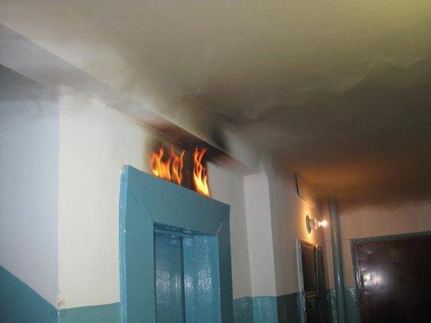 В київській багатоповерхівці сталася пожежа в ліфті