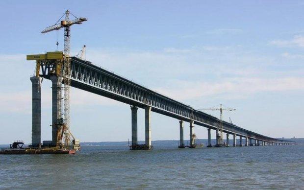 Оккупанты окончательно присоединили Крым Керченским мостом: видео