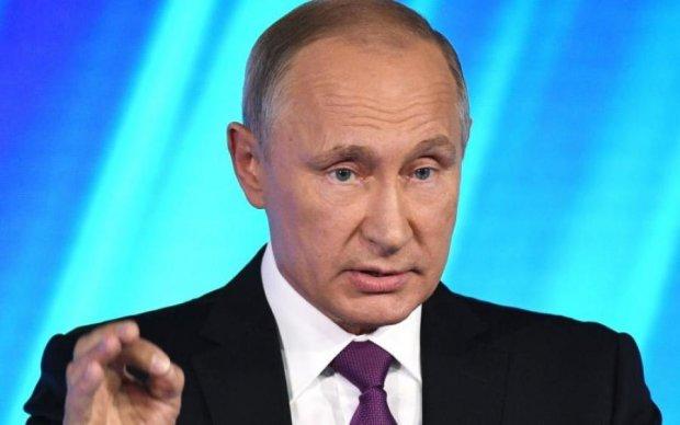 """Не дотягивает: в сети """"отменили"""" сравнение Путина с Гитлером"""