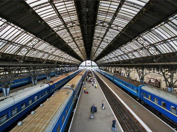 Поїздів не буде: Укрзалізниця змусить львів'ян здавати квитки, і ось чому