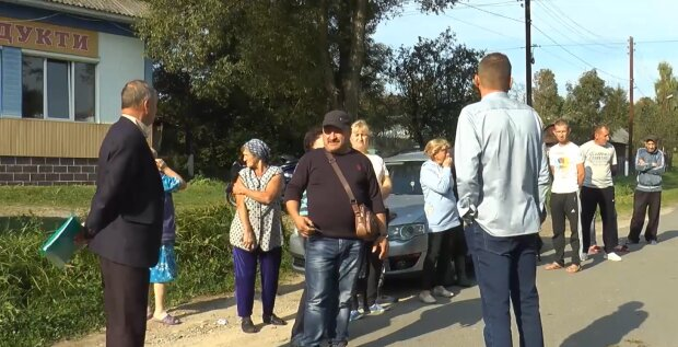 Односільчани розпочали збір коштів на ремонт дороги, фото Джедаї