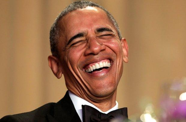 Обама сміється