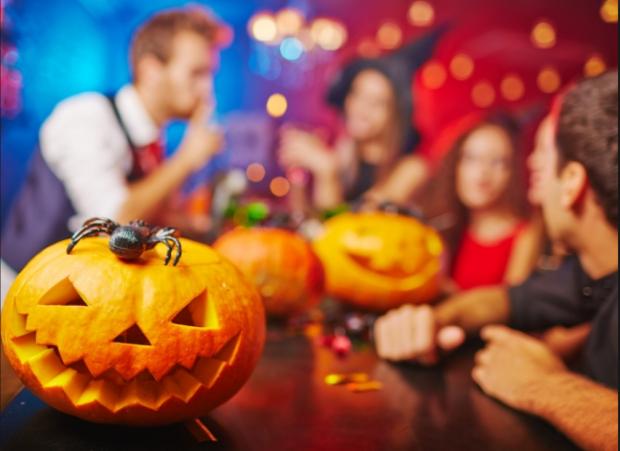 Неплохой Хэллоуин: украинский супермаркет заманивает клиентов настоящими отрубленными головами