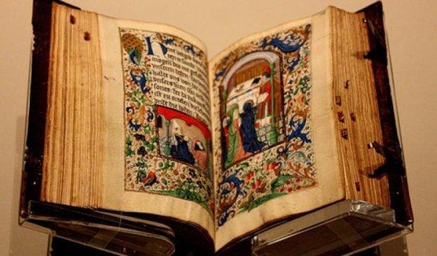 Украинец пытался вывести  в Россию древнюю Библию