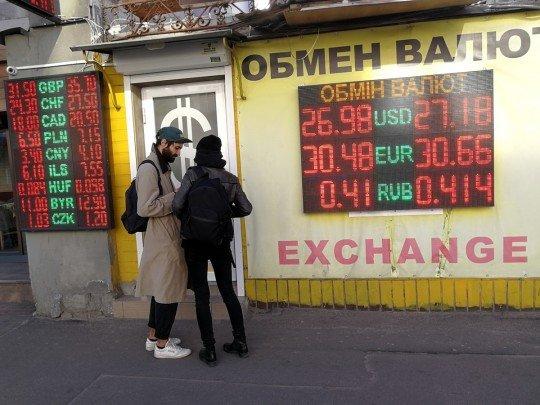 Курс долара на 6 червня заманить українців у обмінники