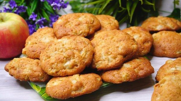 Пісні десерти на кожен день: рецепт печива з яблуками