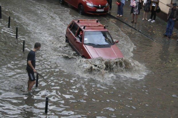Львів пішов під воду: стихія взяла в полон десятки людей, місто неможливо впізнати