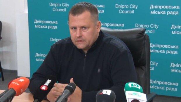 """Філатов увічнив себе в центрі Дніпра, але монумент не простояв і півдня - """"магія"""""""