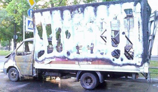 У Пітері спалили вантажівку прихильників Путіна