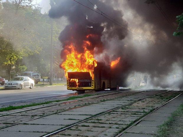 Прокляття над Харковом чи простий збіг: пасажири тролейбуса ледь не згоріли заживо