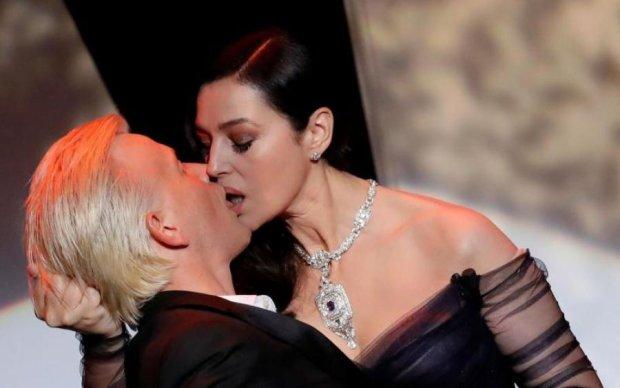 Беллуччи открыла Каннский фестиваль страстным поцелуем: видео