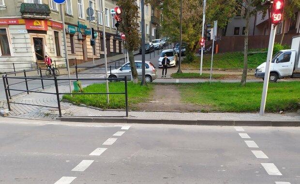 Светофор поставили, а про переход забыли – в Тернополе коммунальщики Надала наплевали на горожан