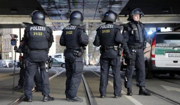 В Німеччині чоловіка, який їхав на пейнтбол, прийняли за терориста