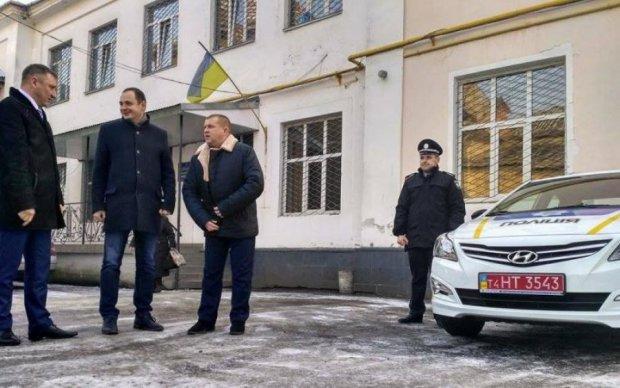 Перевішати всіх: українці засікли чиновників, які дерибанять конфісковані авто