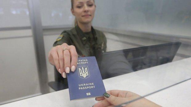В Украине упростили получения гражданства иностранцам: чем чреват указ Зеленского