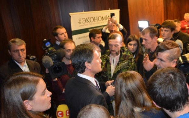 Националисты в Киеве с боем прорвались на Форум национальных меньшинств