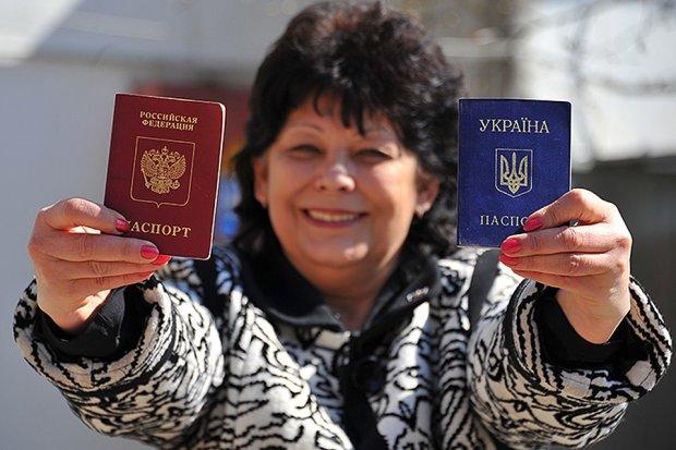 """Массовая """"паспортизация"""" на Донбассе: в Кабмине впервые отреагировали на путинский беспредел"""