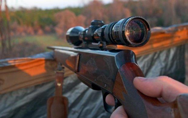 Озброєний депутат відкрив сезон полювання. Але не на тварин