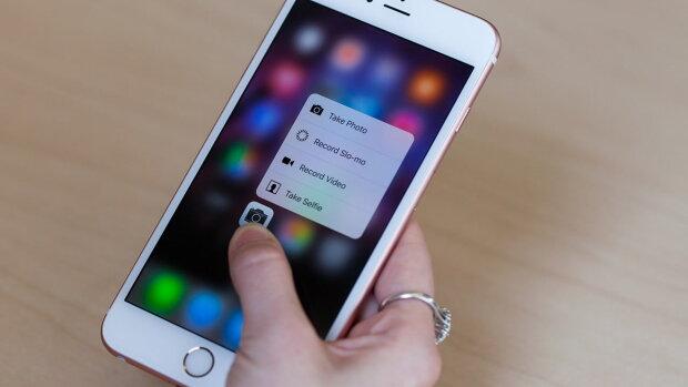 Вот что значит качество: фотограф уронил iPhone из самолета, а через год с него позвонили