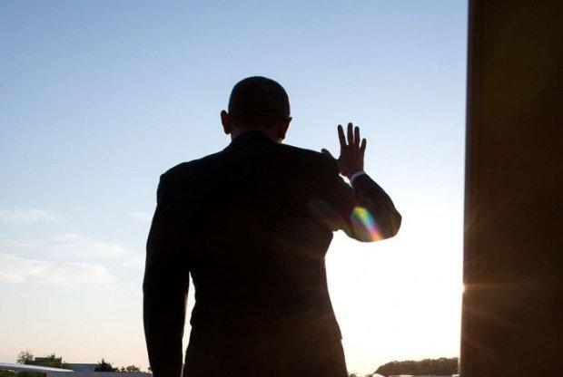 Мерзкий таракан сорвал речь президента: курьез попал на видео