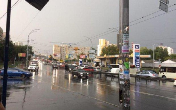 Киев уходит под воду: шокирующее видео