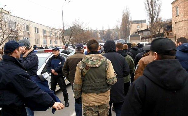 В центр Киева стягиваются сотни титушек, тут уже не до шуток