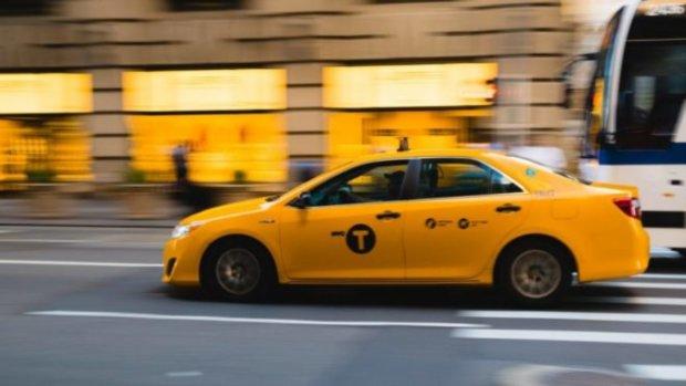 Посиди, подумай: под Киевом неадекватный таксист взял клиента в заложники