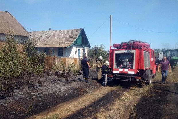 Під Дніпром любителі палити траву позбавили дачників будинку – пожежа в Чорнобилі не навчила