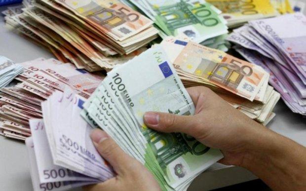 Инвесторы не вложат деньги в страну, чья власть шикует на Мальдивах, - Николаенко