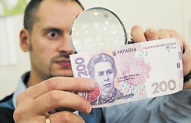 """Україну """"накрило"""" фальшивими грішми: експерти попередили, що потрібно робити"""