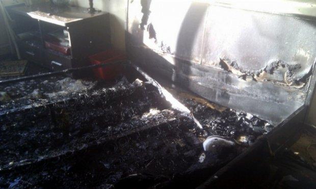 З палаючого дома у Києві евакуювали стареньких та дітей (фото)