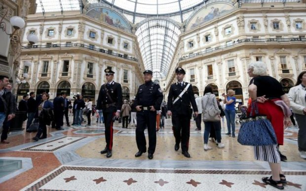 Мужчина с ножом напал на военных в Милане