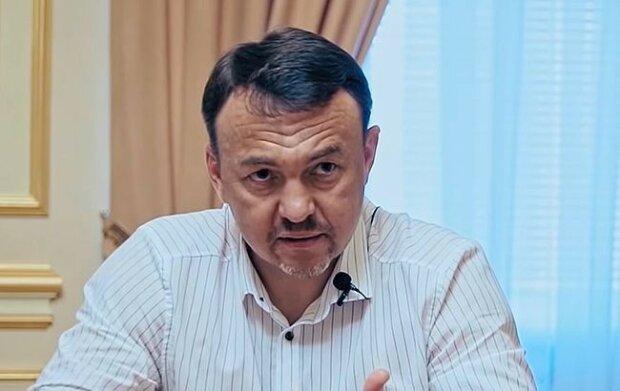 """Закарпатский губернатор пришел на выборы без паспорта: """"Зеленский говорил, можно"""""""