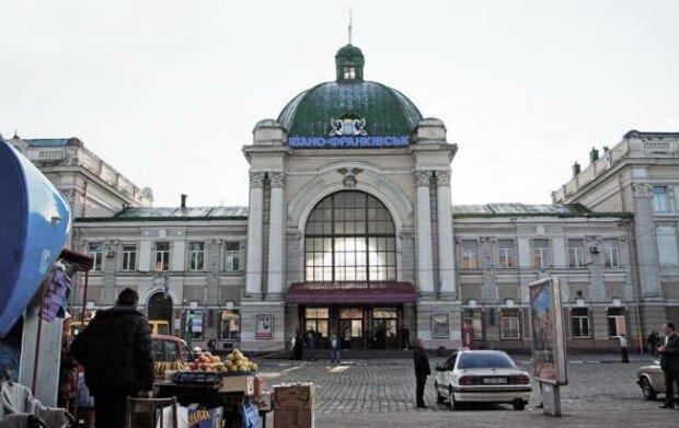 """Франківський вокзал ризикує потрапити в """"чужі руки"""""""