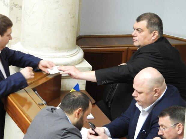 """Юзик из """"Квартала 95"""" и главный коп Кривого Рога насмешили украинцев: """"Старого начальника съел"""""""