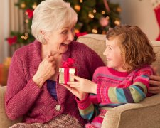 Подарунок бабусі на Новий рік