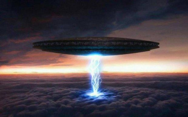 Боевой НЛО направляется к Земле: когда ждать конца