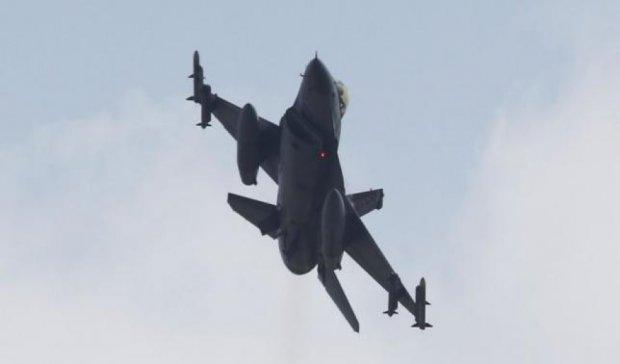 Турки збили військовий літак над Сирією