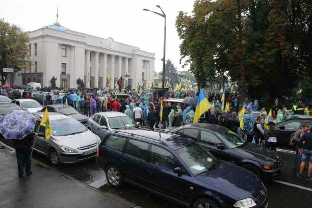 """Разъяренные евробляхеры пришли под Раду со всей Украины: """"Сколько можно?"""""""