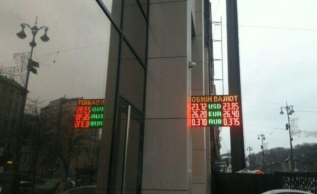 Курс валют на 5 января: новогодние праздники дали волшебный пендель доллару и евро