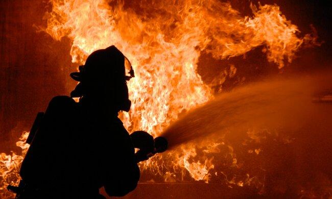 В одному з українських університетів спалахнула пожежа: кадри з самого пекла