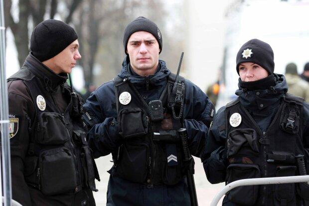 В Киеве зверски зарезали молодого парня, истек кровью посреди улицы: у копов ни единой зацепки