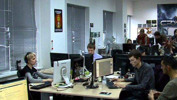 """Хватит жить """"от зарплаты до зарплаты"""": топ самых денежных профессий Киева"""