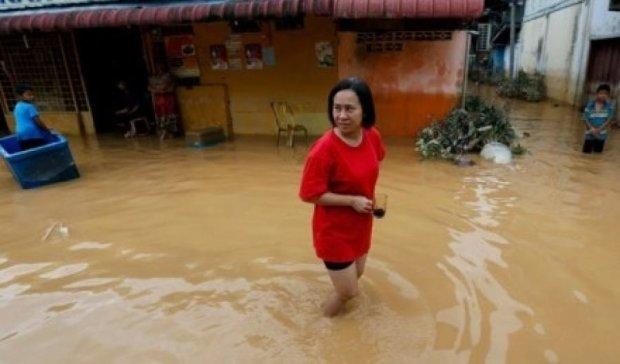 Потужний шторм обрушився на Малайзію: зруйновано понад сто будинків