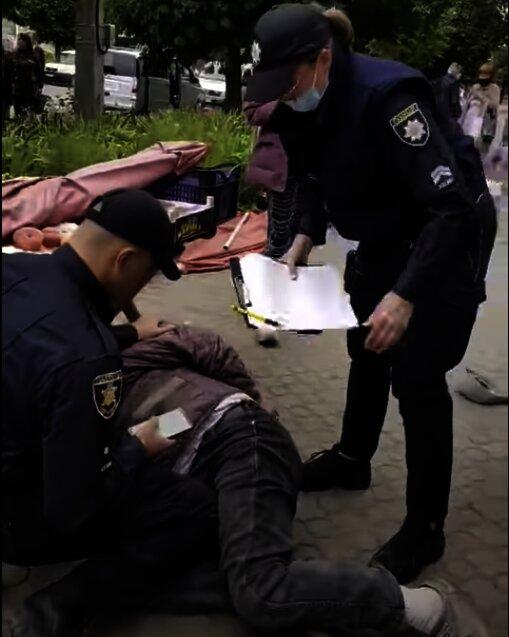 пенсионер в наручниках, скриншот